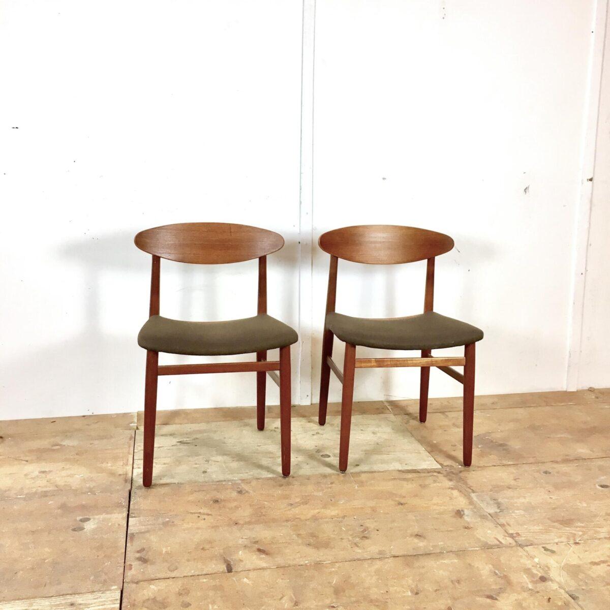 Midcentury Teak Stühle. Preis für beide. Bequeme Polsterstühle, Stoff grün braun goldig je nach Lichteinfall. Einer hat ein kratz in der Rückenlehne ansonsten in sehr gutem Zustand.