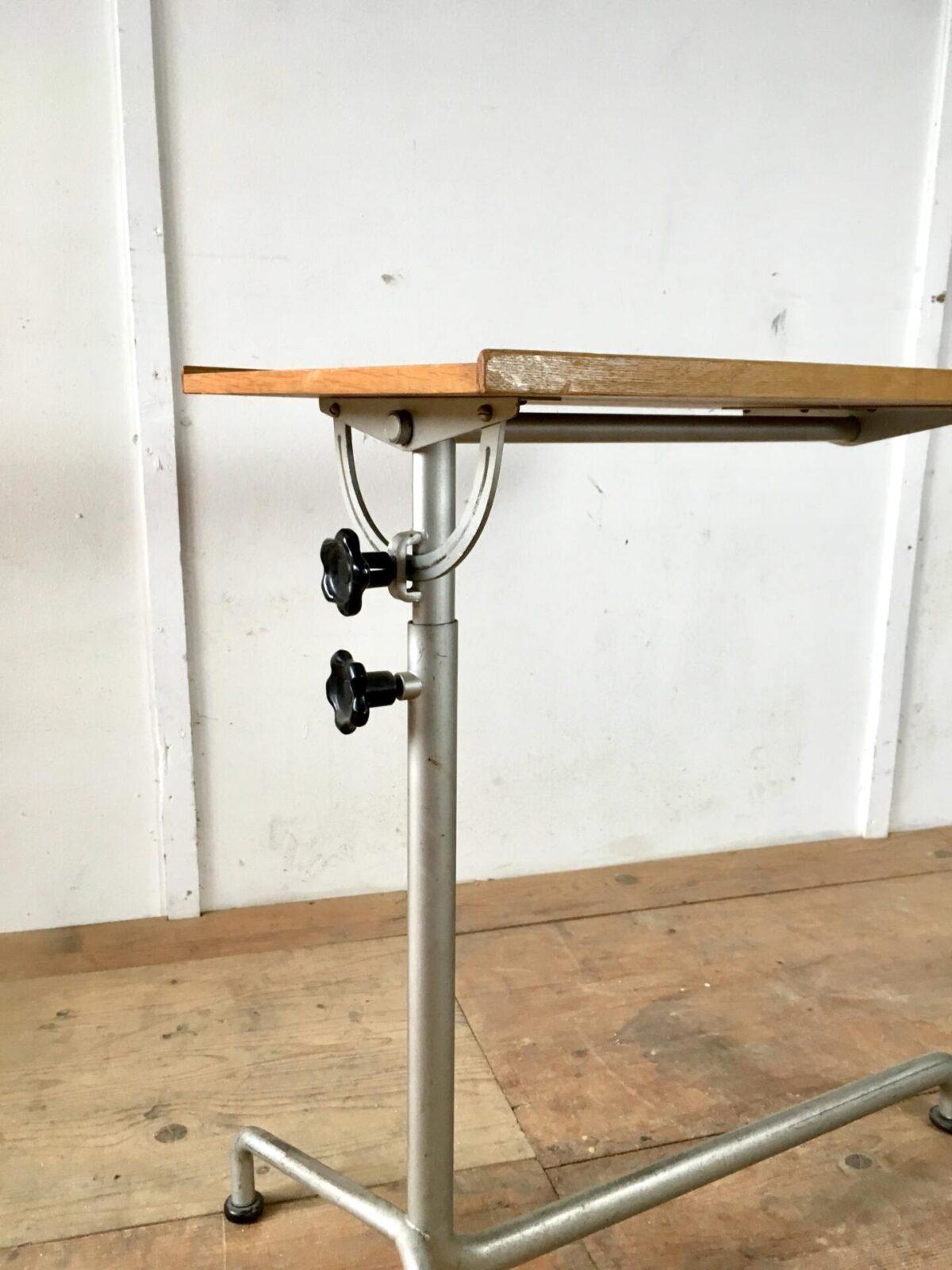 Vintage Tisch von embru, Mechanik von caruelle beistell tisch. 80mal40cm höhe 78-117cm. Stehpult, Spital Bett Tisch oder Notenständer.