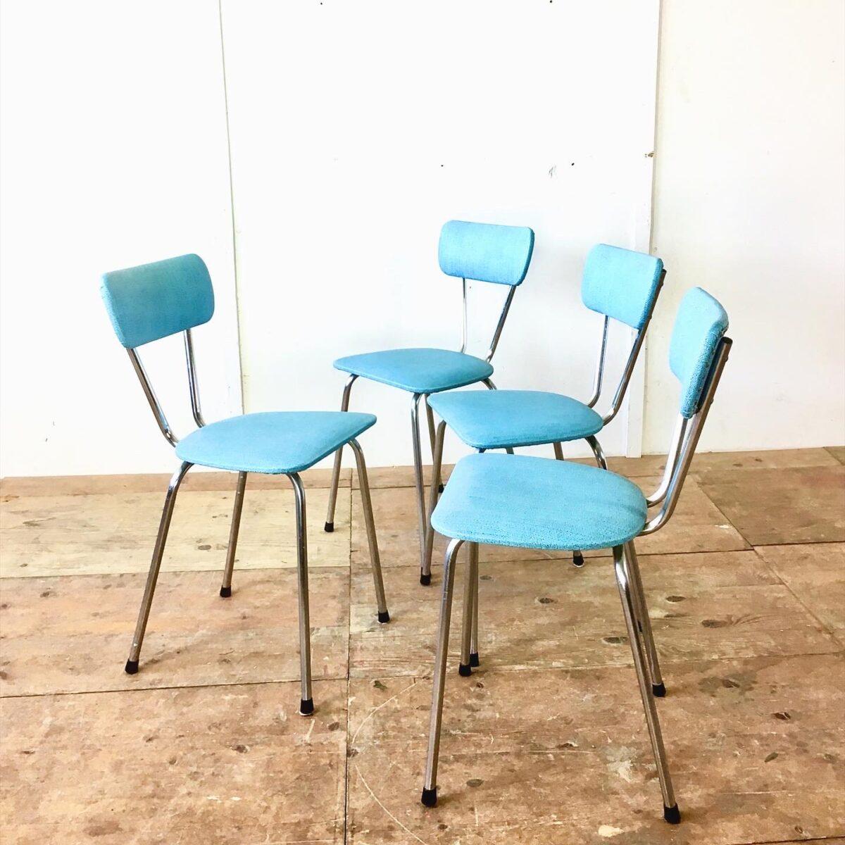 Vintage Küchenstühle 60er Jahre Stühle designklassiker vintagefurniture vintagemöbel farbige Stühle retromöbel alte Möbel in neuem glanz