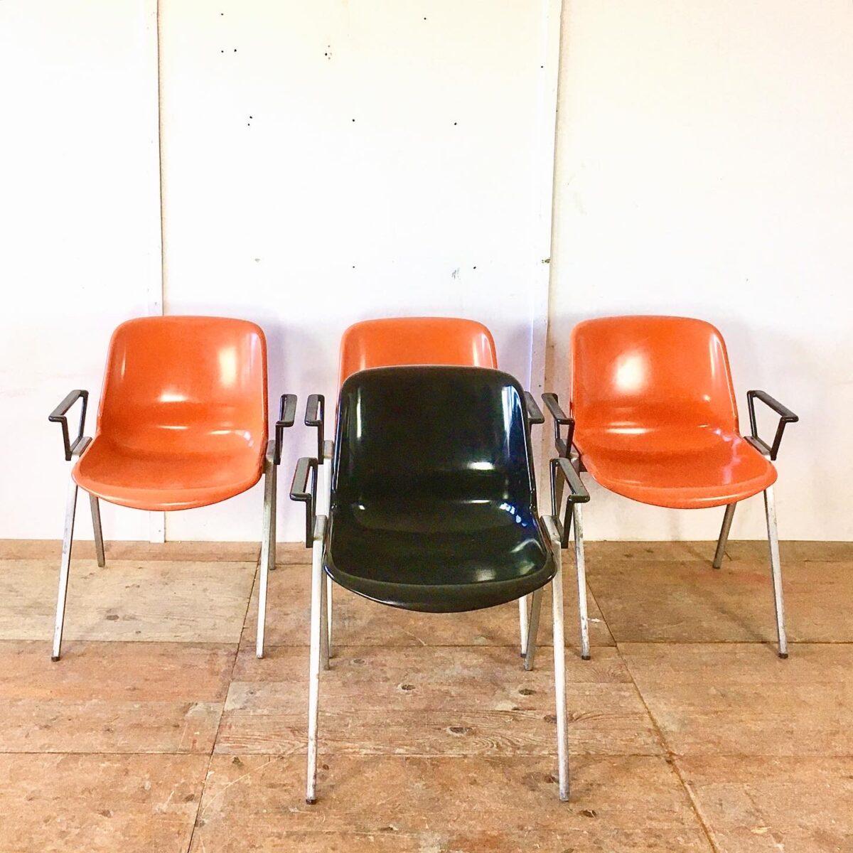 Schalensitz Stühle von Burkhard vogtherr Design Stapelstühle vintage Gartenstühle designklassiker fieberglas