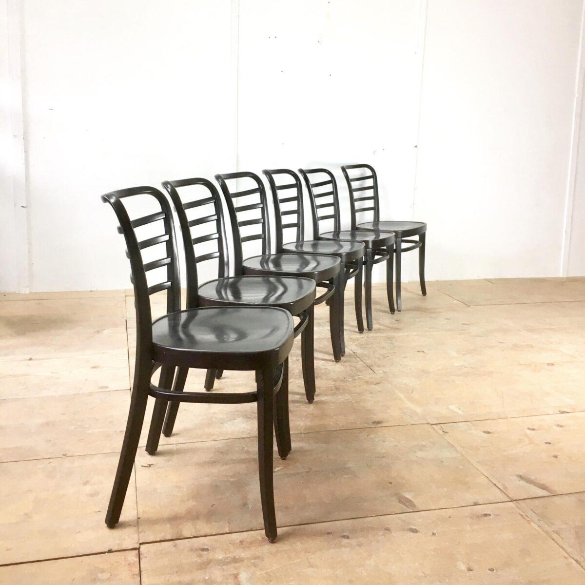 Restaurant Stühle. 43 Esszimmer Stühle preis pro Stuhl. Schwarze stabile Beizenstühle. Gute Gastronomie Qualität.