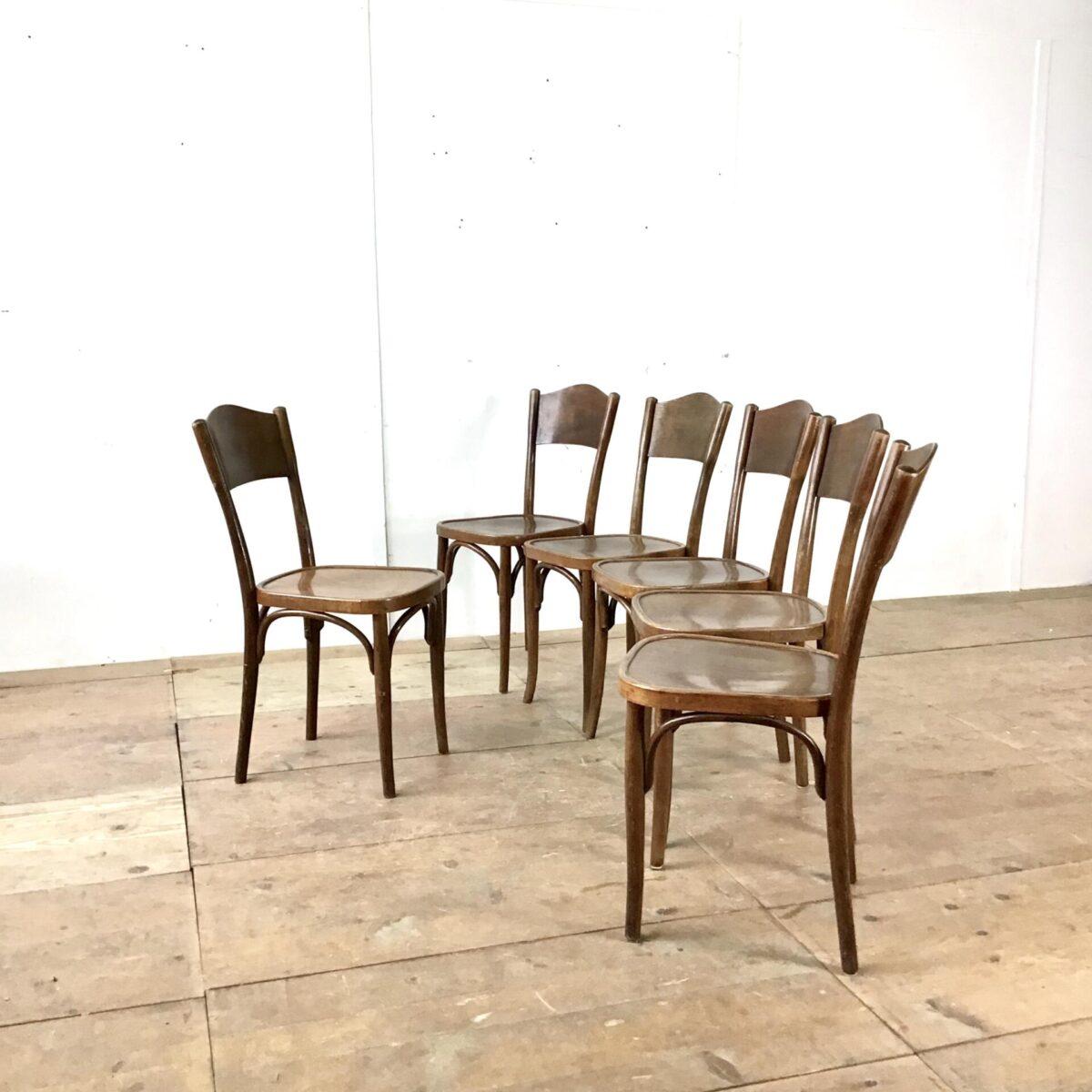 6 er Set Esszimmer Stühle von horgenglarus. Buchenholz Kastanien braun gebeizt, regelmässige alterspatina. Mechanisch in gutem stabilen Zustand.