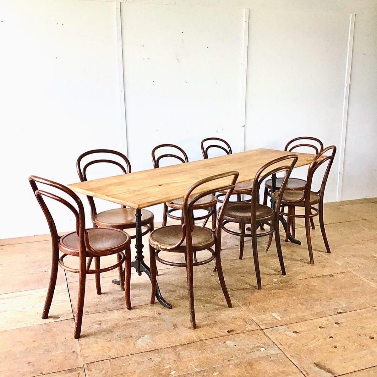 Alter Horgen Glarus Wirtshaus Tisch 217mal74cm höhe 75cm. Dieser Esstisch bietet gut Platz für 8 Personen, die holz oberfläche ist geölt. Gussfüsse können selbstverständlich nach eigenem Gusto ausgewählt werden.
