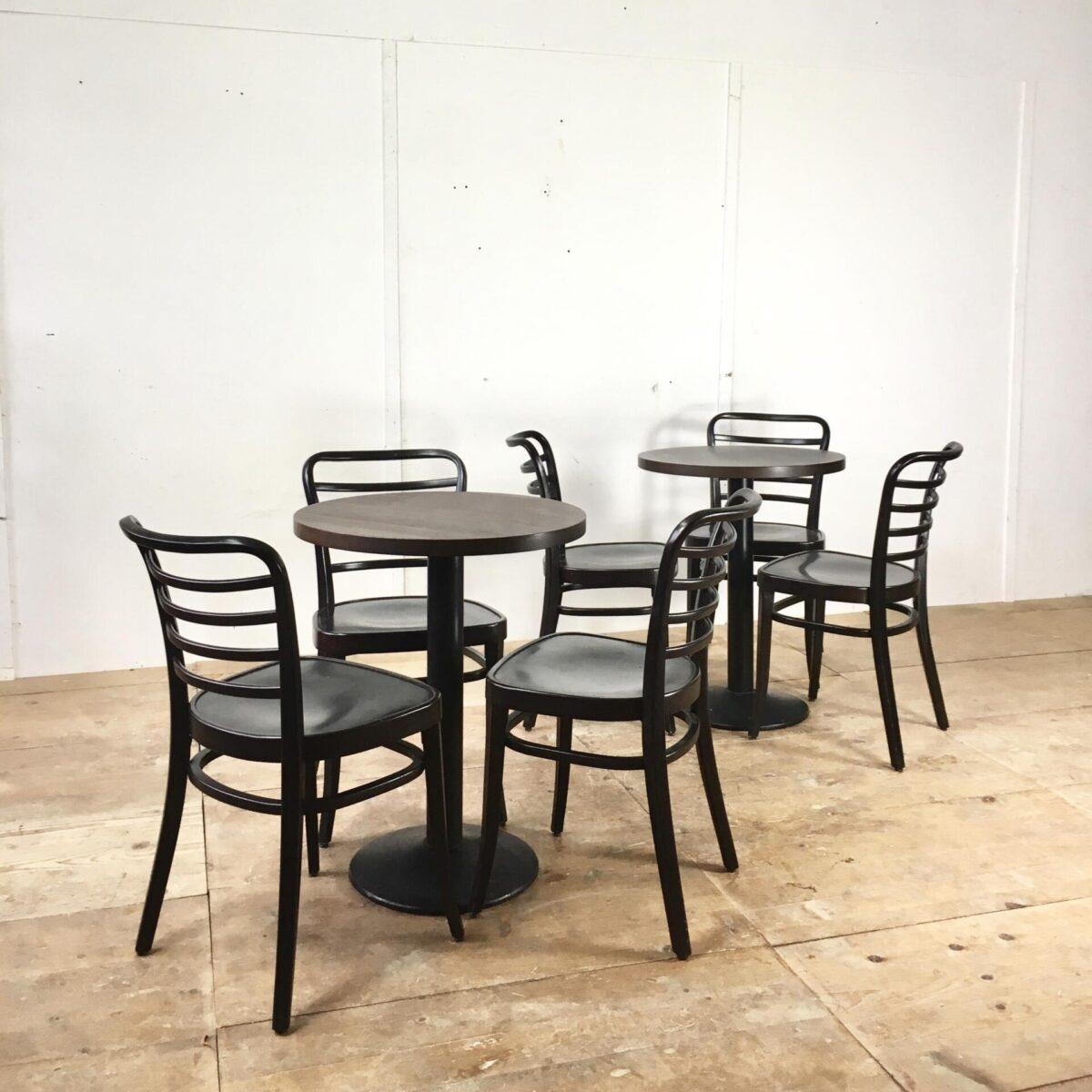 18 runde Restaurant Tische preis pro Tisch. Eiche massivholz gebeizt und lackiert. Cafe Tische mit standfesten schwarzen Gussfüssen.