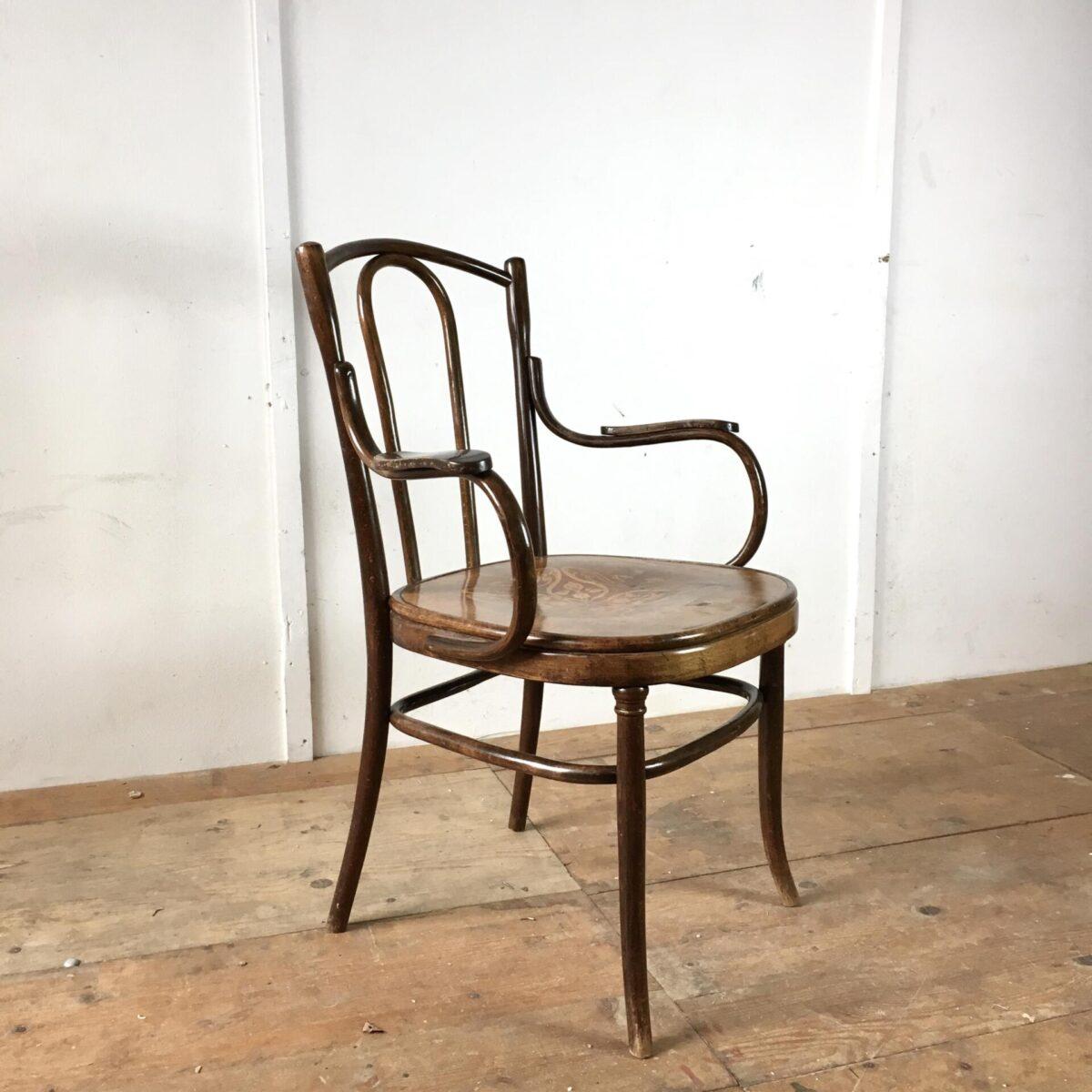 Wiener Armlehnstuhl von Fischel. Dunkelbraun gebeizte Buche mit Muster auf der Sitzfläche. Diverse bugholz Elemente.