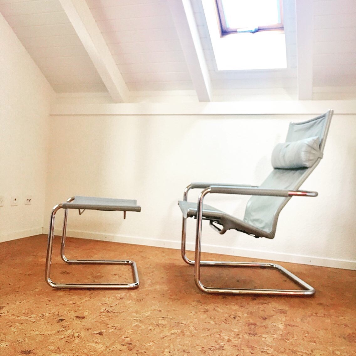 Bauhaus Epoche Sessel Stahlrohr-Möbel Vintage-Sessel Ledersessel mit Ottoman. Freischwinger Bauhaus Sessel.