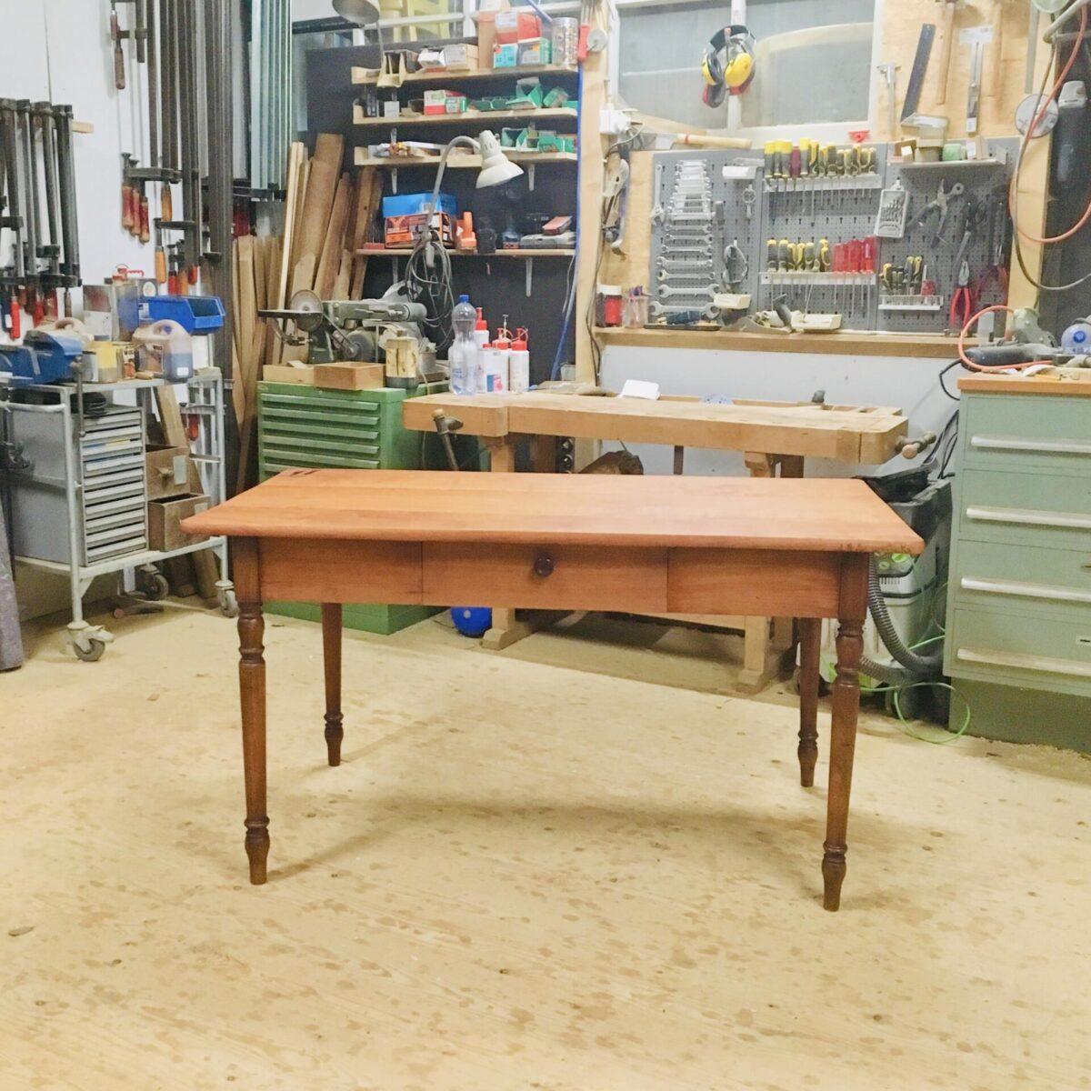 Antiker Kirschbaum Schreibtisch Holztisch restaurierter Kirschbaum Tisch Esstisch Möbel mit Ausstrahlung
