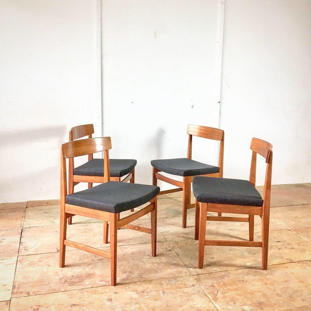 Teak Holzstühle mit Tannengrün/blauem Stoff. Schwedische midcentury Esszimer Stühle von Ulferts.