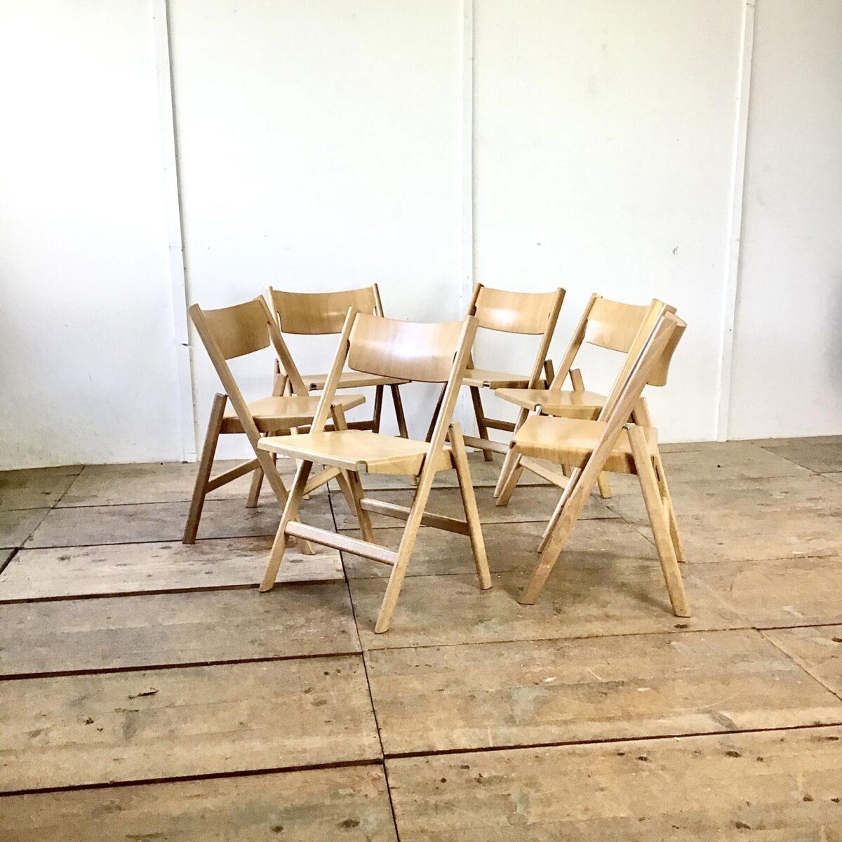 Deuxieme.shop Sechser Set Hans Eichenberger Klappstühle von, Stühle Stein am Rhein. Buchenholz Stühle, Sitz und Lehne Formsperrholz.