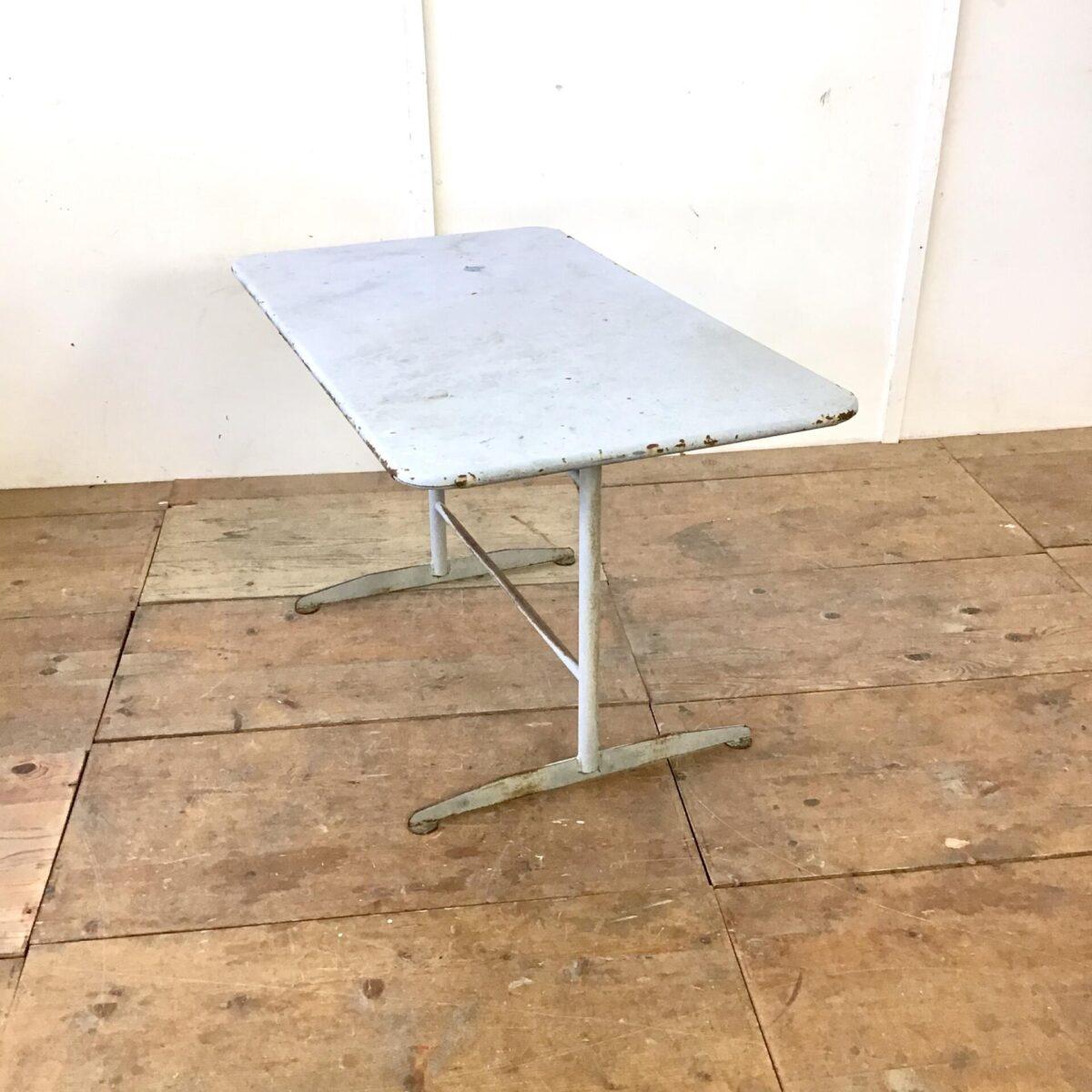 Vintage Metall Gartentisch 122cm mal 70cm Höhe 70cm. Balkontisch klappbar mit Rost abplatzer, nicht durchgerostet.