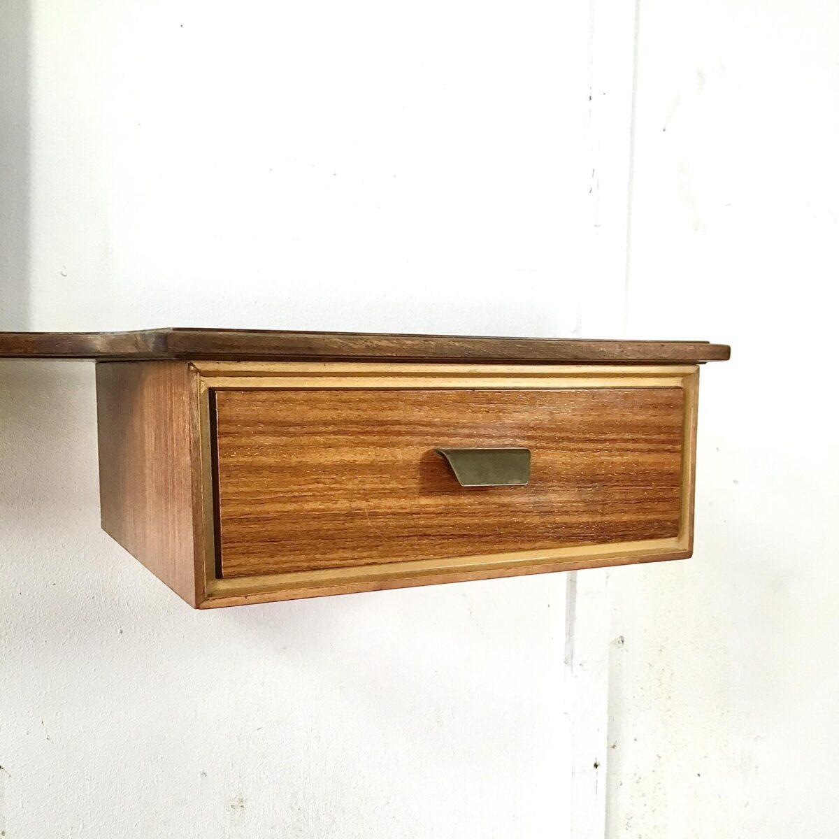 Midcentury Regal Palisander, mit Schublade und Spiegel. Breite 110cm tiefe 32cm höhe 120cm. Schlüssel Ablage im Eingangsbereich oder schmink Tisch.