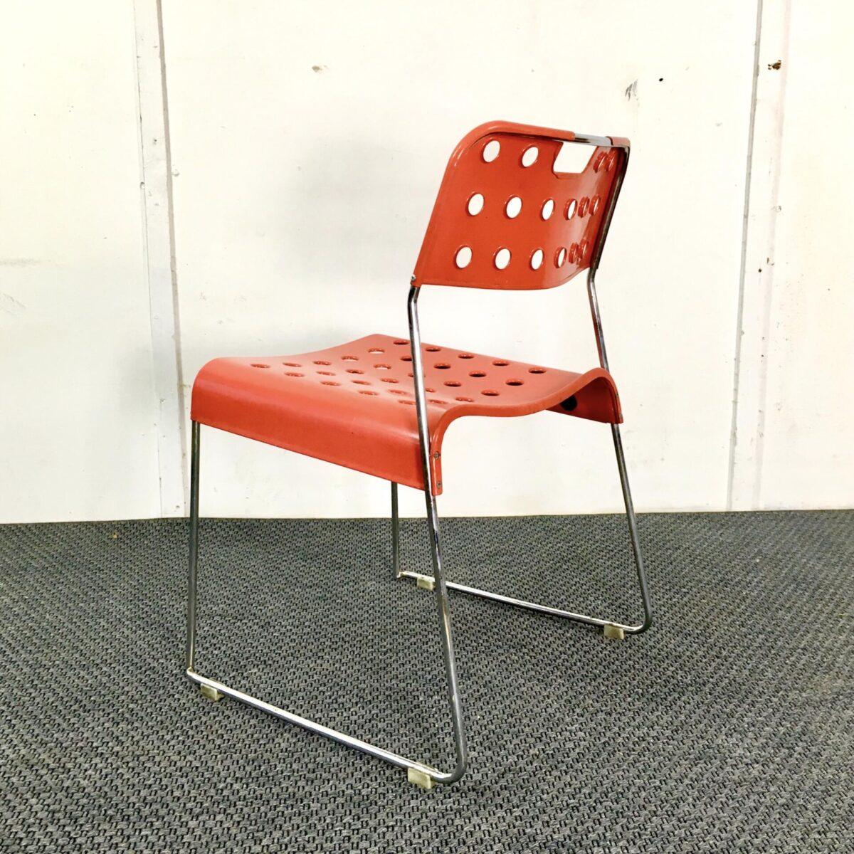 Einzelner Metall gartenstuhl von rodney kinsman für biffeplast. Midcentury Stuhl Metall gestell verchromt lehne und Sitz Metall rot lackiert.