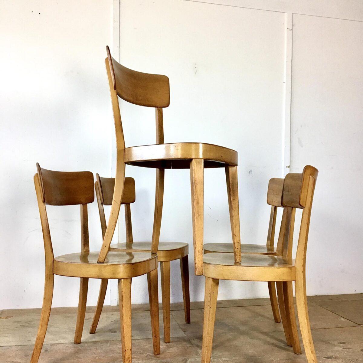 Klassische Beizenstühle preis pro Stuhl. Bequeme stabile Esszimmer Stühle mit Alterspatina.