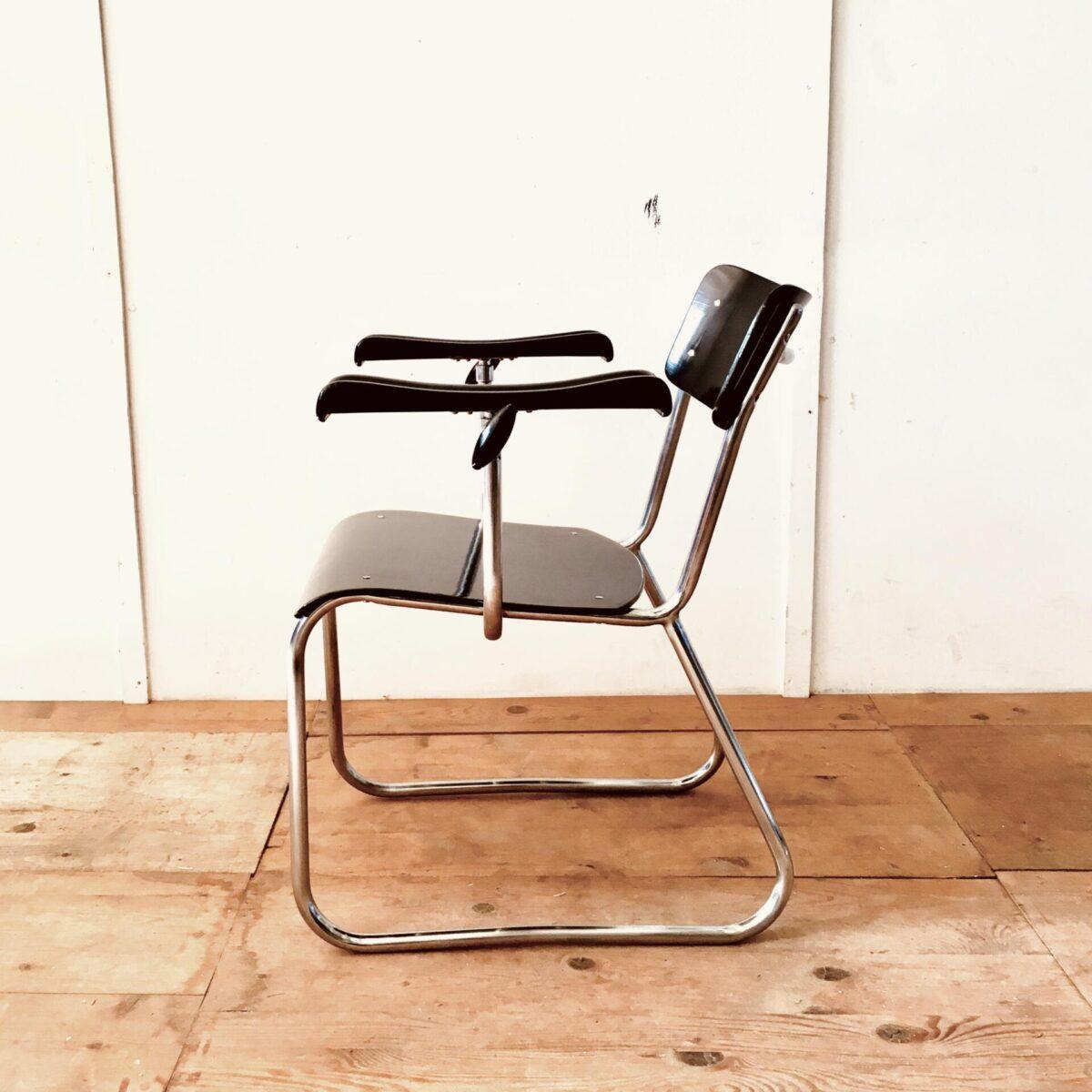 Deuxieme.shopAlter pedicure stuhl armlehnstuhl. Schönes Stahlrohr gestell verchromt im Stile der Bauhaus Stahlrohr Möbel. Sitz und lehne formsperrholz schwarz lackiert. Armlehnen ergonomisch geformt höhenverstellbar, feststellschraube aus kunststoff. Industrial Vintage Sessel.Alter pedicure stuhl armlehnstuhl. Schönes Stahlrohr gestell verchromt im Stile der Bauhaus Stahlrohr Möbel. Sitz und lehne formsperrholz schwarz lackiert. Armlehnen ergonomisch geformt höhenverstellbar, feststellschraube aus kunststoff.