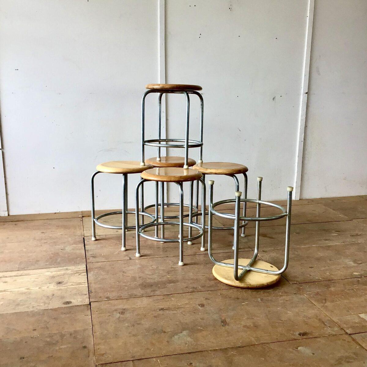 Embru Hocker, vintage metallstühle, Holzstühle tabourettli preis pro Stuhl. Durchmesser 36cm Höhe 50cm.