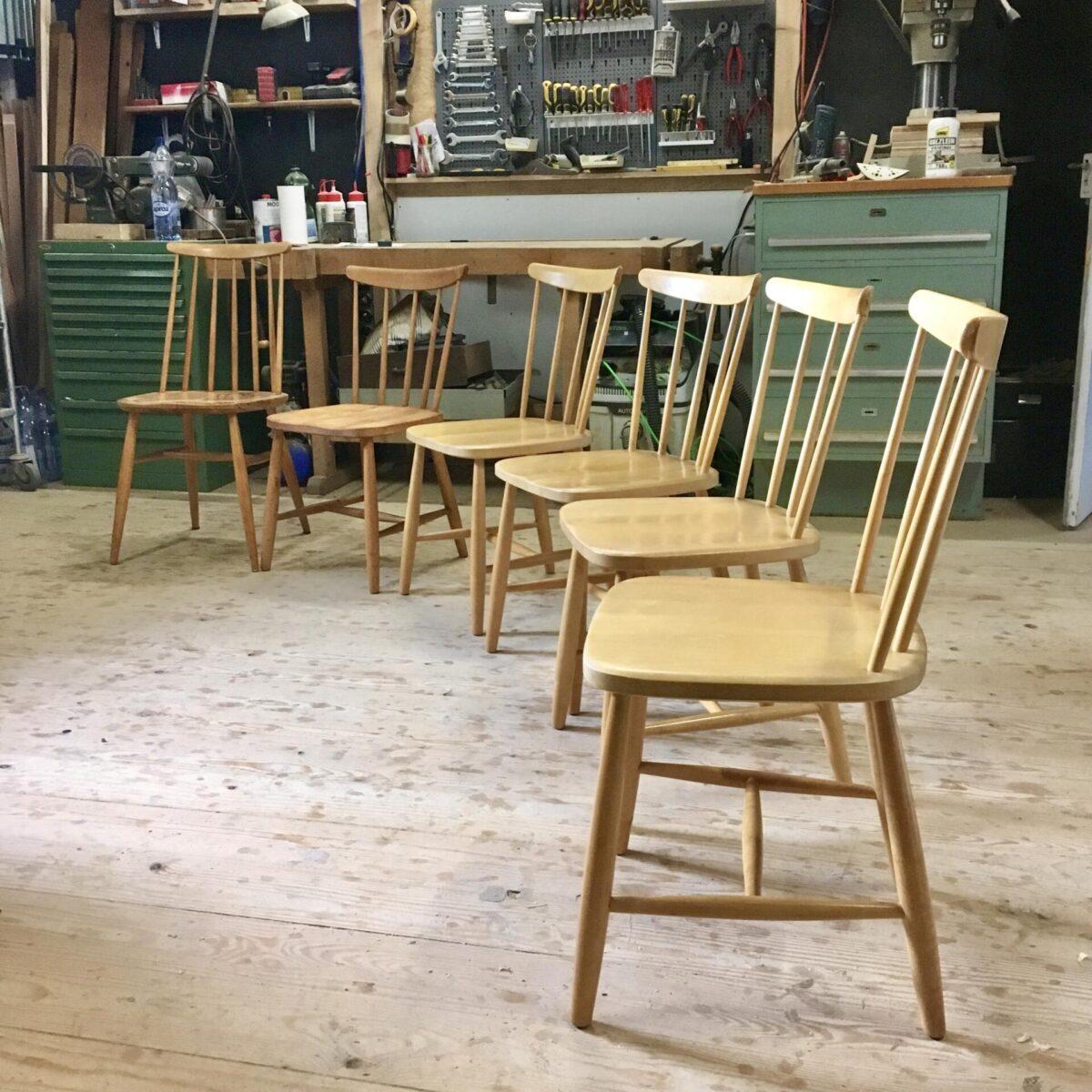 Verschiedene Sprossen oder Stäbli Stühle von svensk tillverkning. Produziert von Haga Fors Denmark. Aus Ahorn Vollholz. Preis pro Stuhl