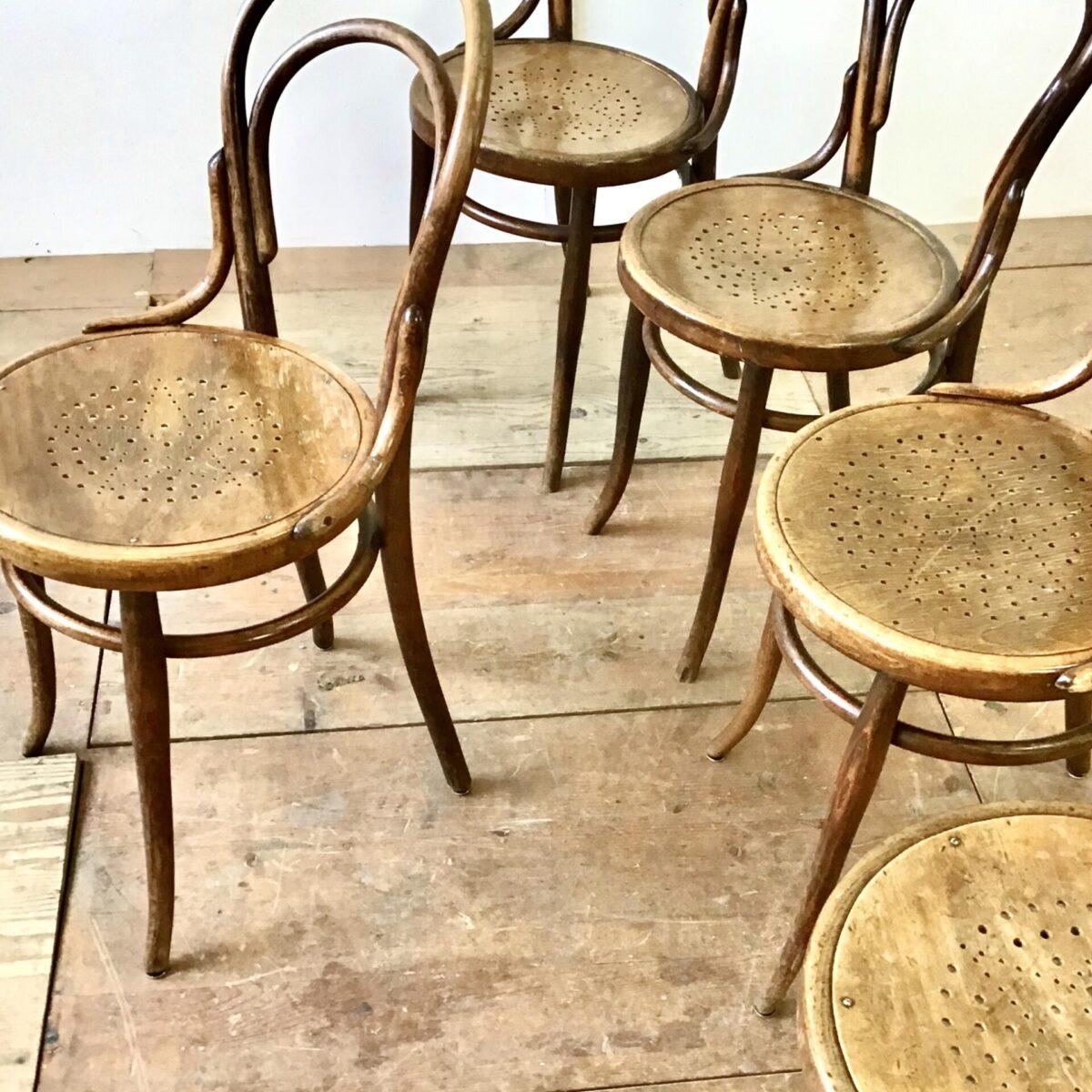 Fünfer Set Wienerstühle von Jacob & Josef Kohn. Bistrostühle Bugholz Designklassiker.
