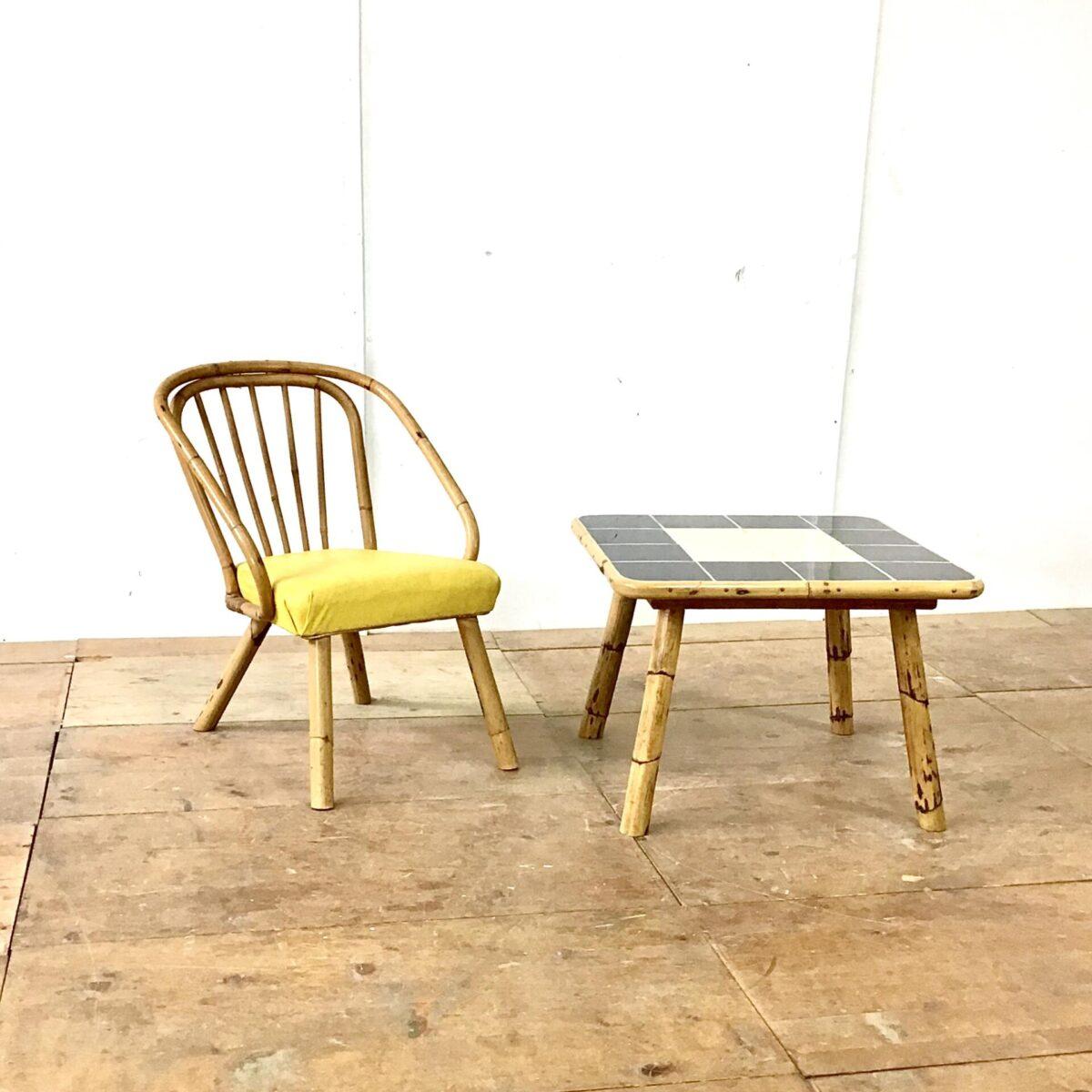 Kleiner Bambus Easy Chair. Sitzhöhe 42cm mit gelbem Kunstleder.