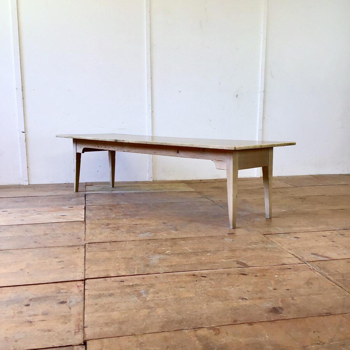Kinder Biedermeiertisch mit braunem Linoleum Tischblatt. 200x65cm Höhe 51cm. Langer Kindergartentisch oder für die stimmungsvolle Kinder Bastellecke. Als etwas längerer Couchtisch ebenfalls geeignet. Stühle sind auch zu haben zwischen 40 und 60.- pro Stuhl.