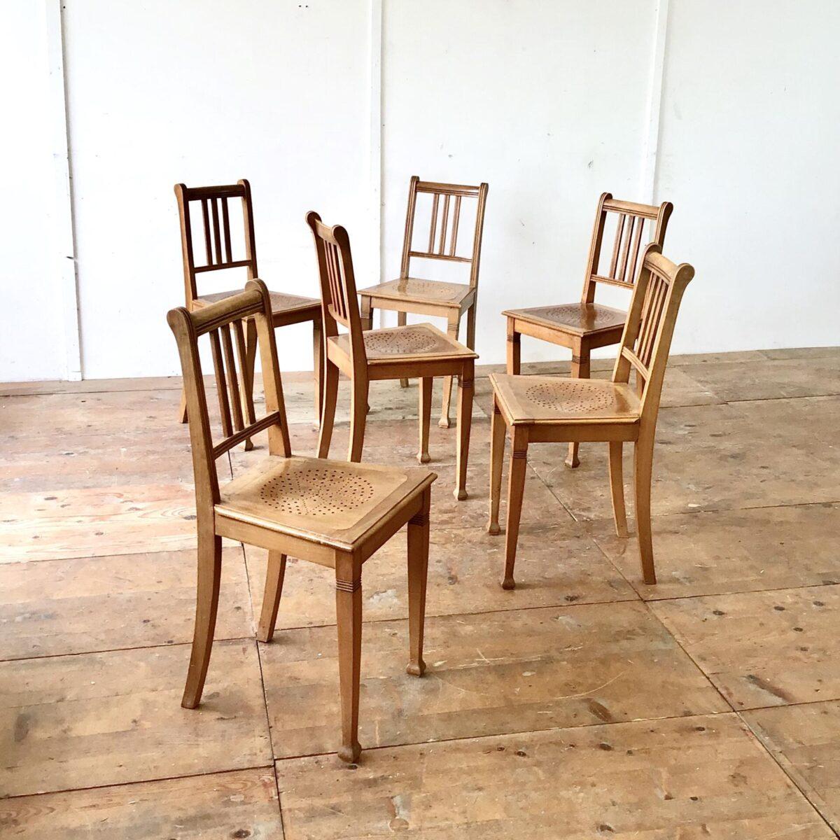 6 Biedermeier Stühle aus Buchenholz in stabilem guten Zustand.