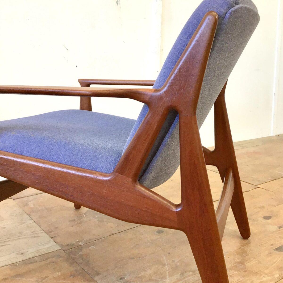 Midcentury Easy Chairs aus Teak. Das genaue Modell hab ich nicht gefunden, dürften von Arne Vodder sein. Die Sessel sind in gutem gepflegten Zustand, der Stoffbezug hat ein paar minimale kleine Flecken. Preis für das Set.