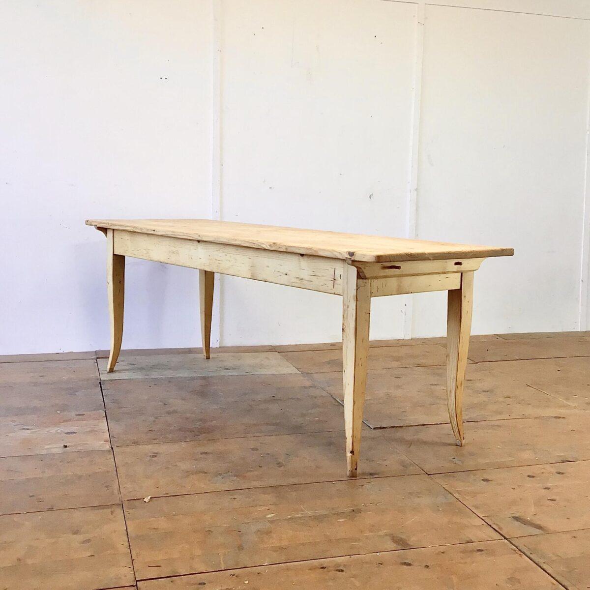 Biedermeiertisch aus Tannenholz 210x70cm Höhe 75.5cm. Die leicht geschwungenen Tischbeine wurden mal bisschen angesetzt, die Beinfreiheit ist dafür gewährleistet. Der Esstisch ist überarbeitet und in stabilem Zustand. Holzoberflächen mit Naturöl behandelt. Das Tischblatt ist mittels Holzzapfen mit dem Unterbau verbunden.