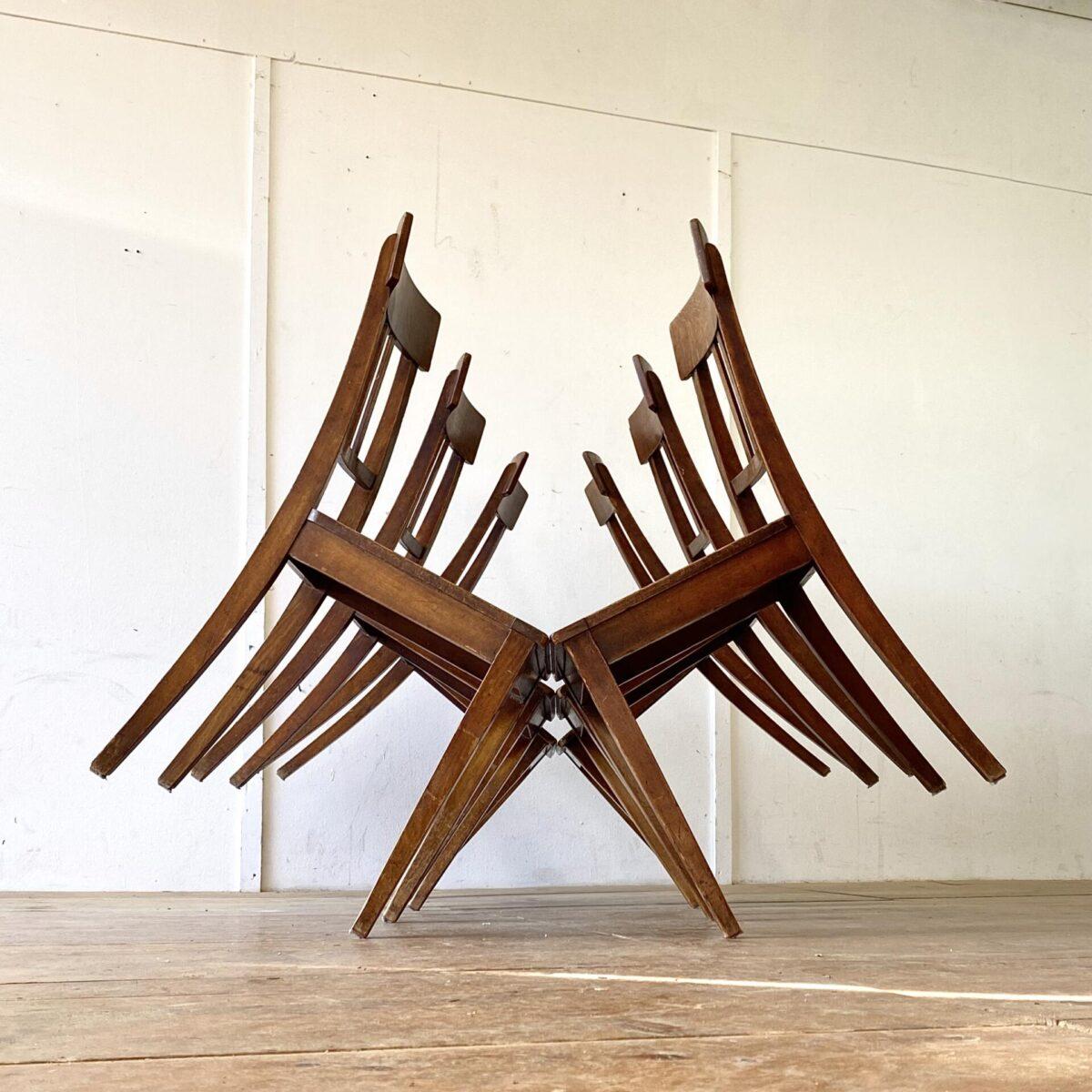 Deuxieme.shop designklassiker. 6er Set horgenglarus Stühle in stabilem guten Zustand. Ein mix aus Biedermeierstuhl, und der Bequemlichkeit eines Beizenstuhl, dunkelbraune Alterspatina.