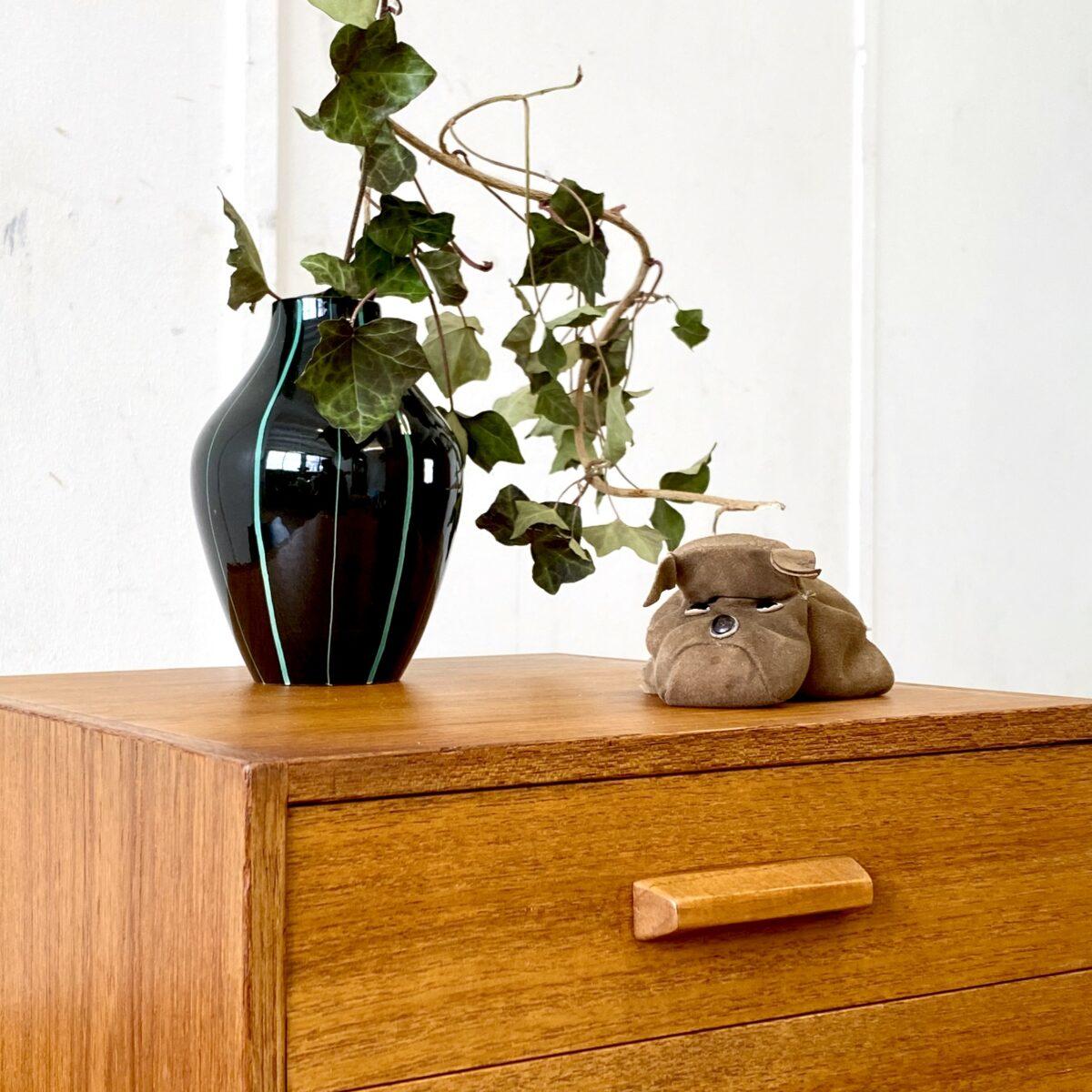 Teak Bench. Schwedischer Midcentury Telefontisch mit Sitzbank. 85x38cm Höhe 50cm Sitzhöhe 44cm. Das Sitzpolster ist mit Leder Bezogen, Tisch und Schubladen Teak furniert. Die Beine sind aus Vollholz.