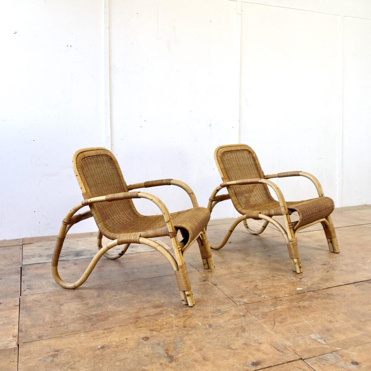 Deuxieme.shop midcentury easy chairs, Cocktail Sessel. Zwei Bambus Cocktail Sessel mit Korbgeflecht. Preis pro Sessel. Schöner stabiler Allgemein Zustand. Der Servierwagen ist ebenfalls verfügbar.