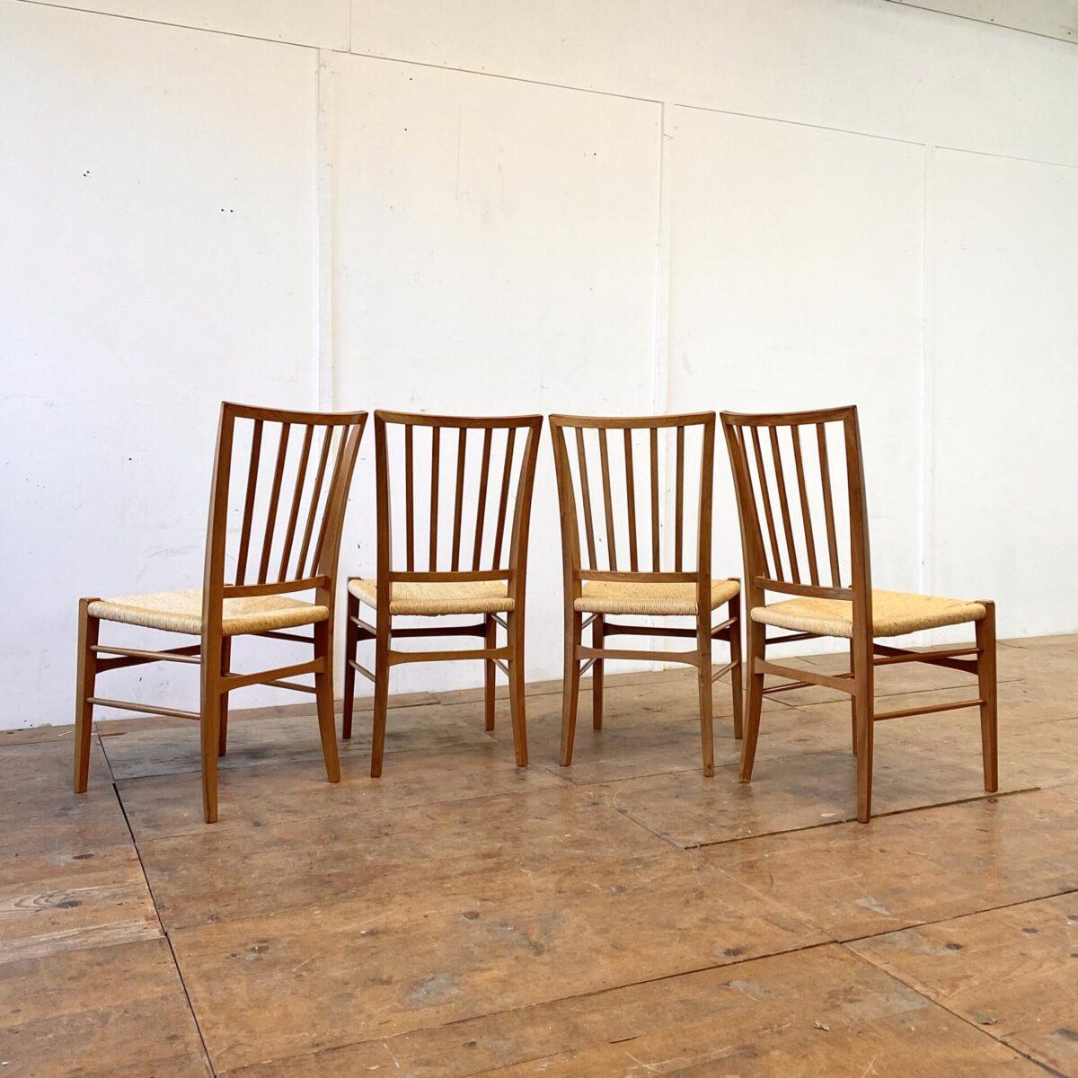 Deuxieme.shop midcentury Stühle Peter hvidt Olga Molgard. 4er Set Nussbaum Stühle mit Bastsitzfläche. Preis fürs Set. Gepflegte qualitative Esszimmer Stühle, ähnlich den Tessinerstühlen produziert, etwas weniger rustikal und mit Sprossen beim Rücken.