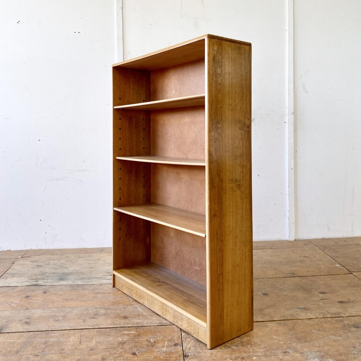 Deuxieme.shop midcentury book shelf. Simple Bücherregale aus Buche Vollholz. 80x24.5cm Höhe 120cm. Je drei höhenverstellbare Tablare.