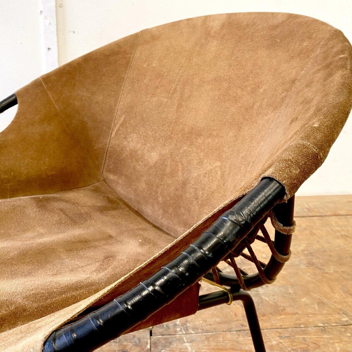 Deuxieme.shop midcentury Easy Chair Ledersessel. Wildleder Sessel von Lusch & Co aus den 60er Jahren. Das Leder instinktiv gutem Zustand, leichte Alterspatina. Die Armlehnen müssten mal neu gewickelt werden.
