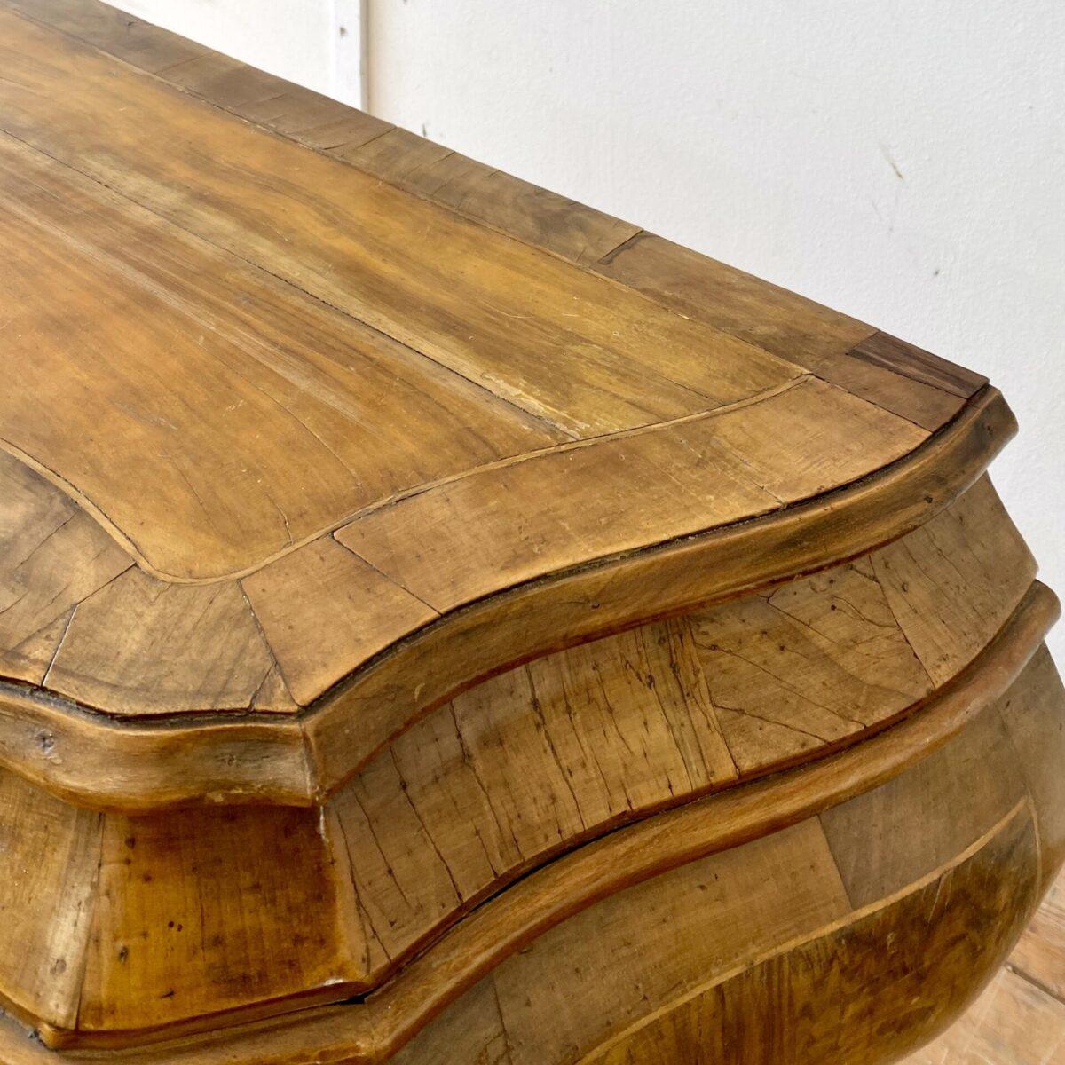 Deuxieme.shop Antike französische Barock Möbel. Antike Schubladen Kommode. 115x45cm Höhe 85cm.