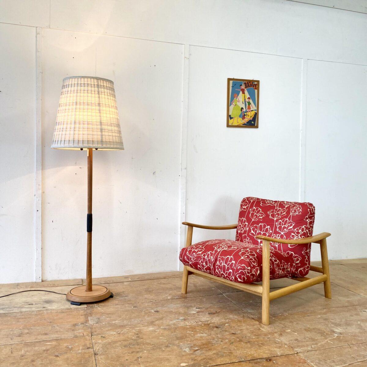 Deuxieme.shop Easy Chair midcentury Cocktail Sessel. Sessel Sushi von Carlo Colombo für Zanotta. 80x80cm Sitzhöhe ca. 40cm. Das Holzgestell ist aus Eichenholz,der Stoff ist in gepflegtem guten Zustand.