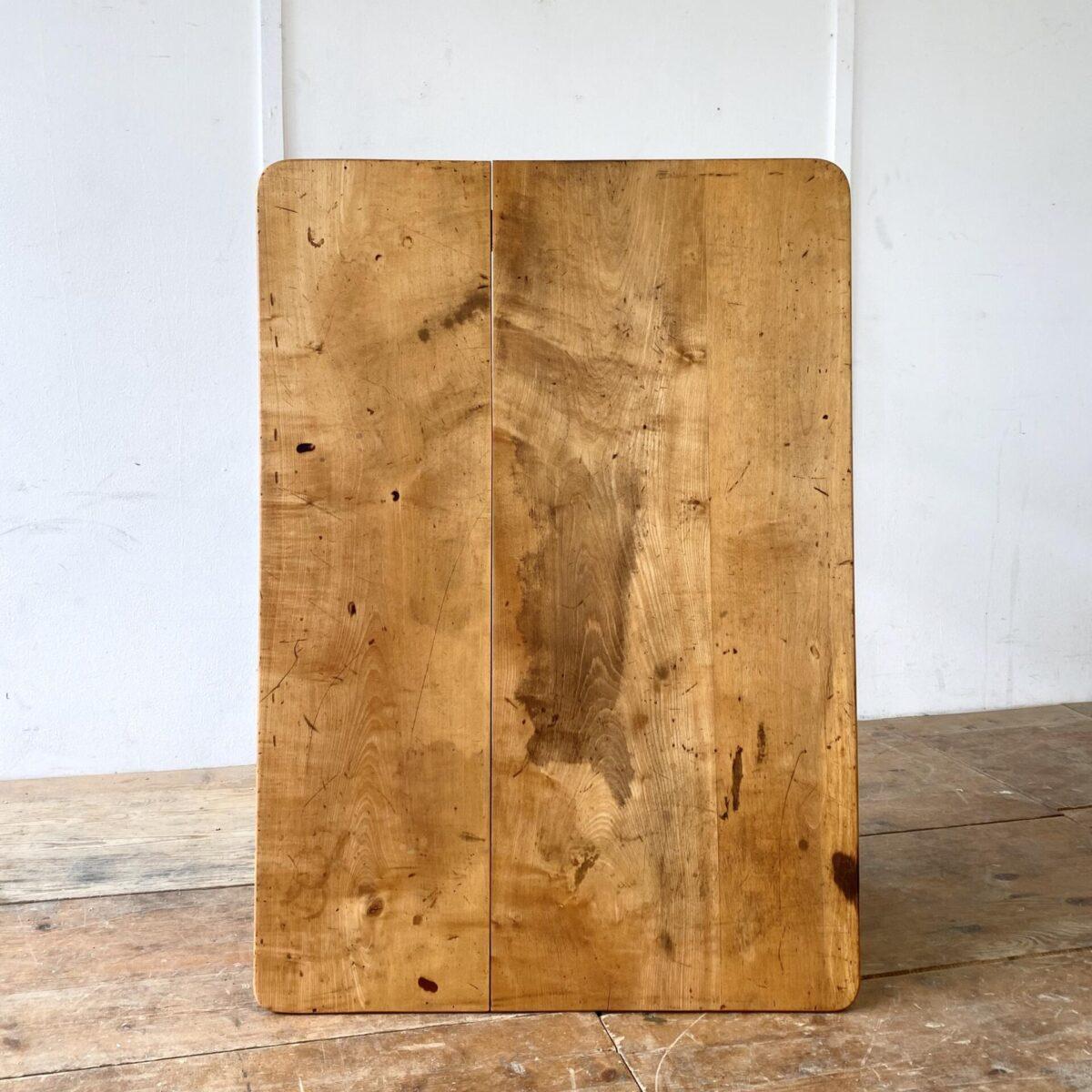 Deuxieme.shop antiker biedermeiertisch schreibtisch. Alter Ahorn Biedermeiertisch mit Patina. 103x73cm Höhe 74.5cm. Das Tischblatt ist etwas Geschüsselt und eine Fuge leicht offen, alles jedoch in stabilem Zustand. Die Holzoberflächen sind geölt.