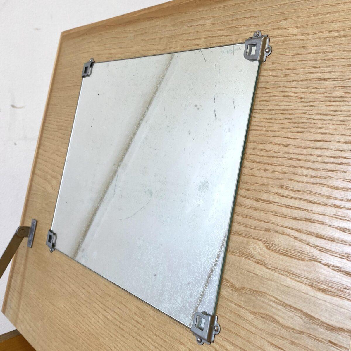 Deuxieme.shop swissdesign Desk. 50er Jahre Schreibtisch aus Esche von Corta Multiform. 105x60cm Höhe 74cm. Der Tisch hat eine Schublade mit Kunstleder griff, eine Klappe mit Stauraum und Schminkspiegel. Der Spiegel ist etwas beschlagen, ansonsten ist der Schreibtisch in gepflegtem guten Zustand.