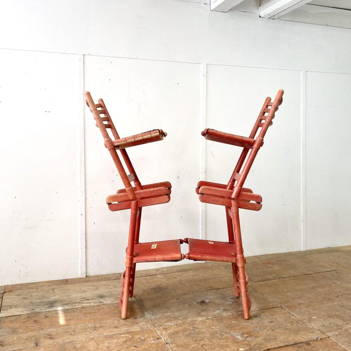 Deuxieme.shop vintage chairs 70s. 4er Set Girsberger Stühle aus den 70er Jahren. Buchenholz rot lackiert mit abnehmbaren Kunstleder Sitzpolster. Der passende Auszugtisch mit weisser Kunstharz Platte ist ebenfalls verfügbar. 120x85cm Höhe 74.5cm Ausgezogen 173cm. 200.-