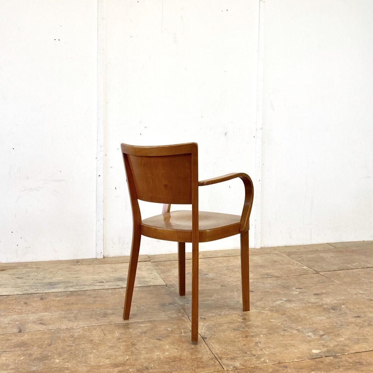 Deuxieme.shop swissdesign Haefelistuhl. Horgenglarus Armlehnstuhl von Max Ernst Haefeli aus den 40er/50er Jahren. Der Stuhl ist in schönem stabilen Original Zustand. Sitzfläche und Lehne aus Birken Formsperrholz, Beine und Armlehnen aus Buche Vollholz, Dampfgebogen.