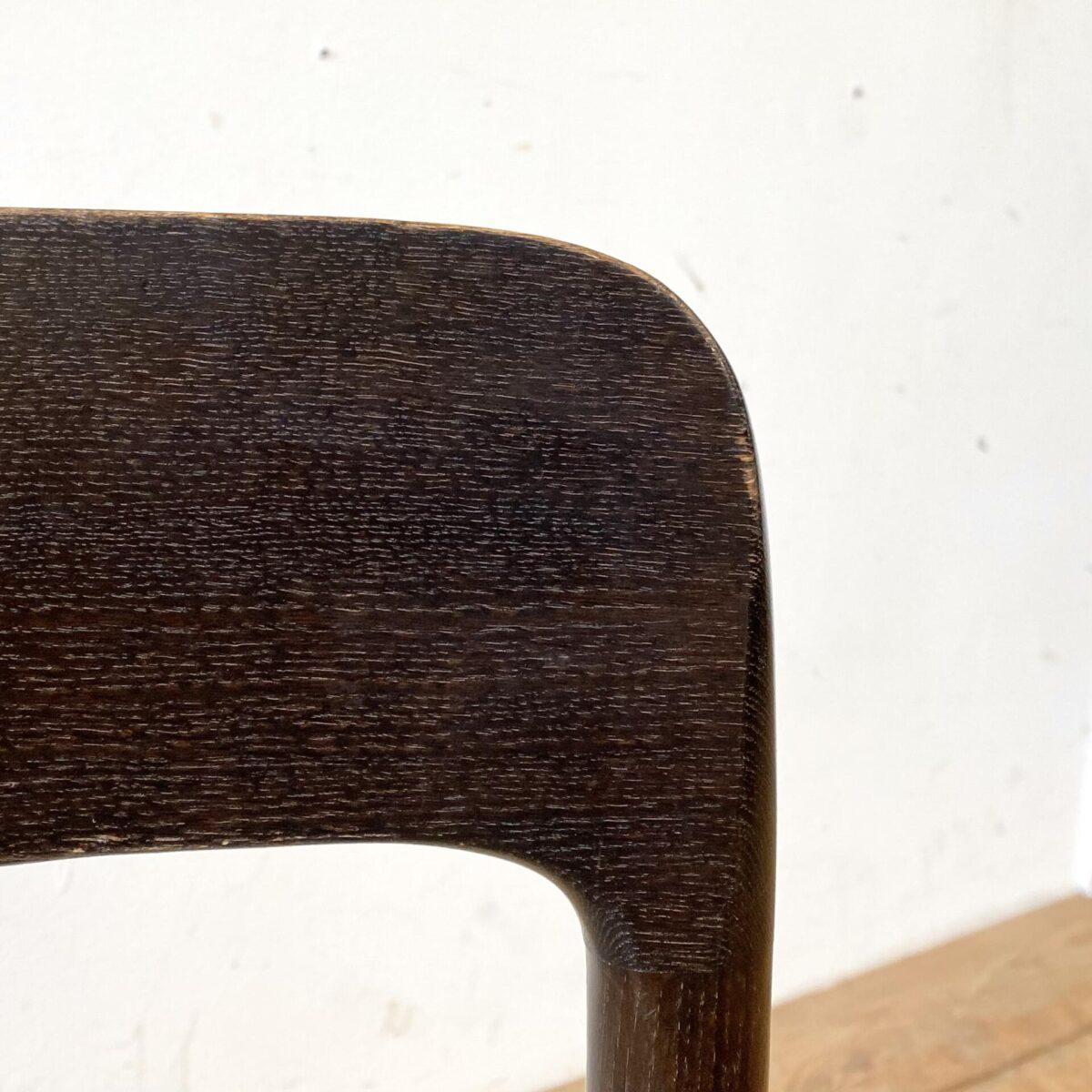 Deuxieme.shop danish midcentury dining chairs. Zwei Esszimmer Stühle von Nils Otto Möller für JL Möller, 60er/70er Jahre made in denmark. Die Stühle sind aus Eichenholz, dunkelbraun gebeizt. Sitzfläche Papier Kordel Geflecht. Schöner Allgemein Zustand, die Kanten bei der Rückenlehnen sind leicht abgewetzt und etwas heller.
