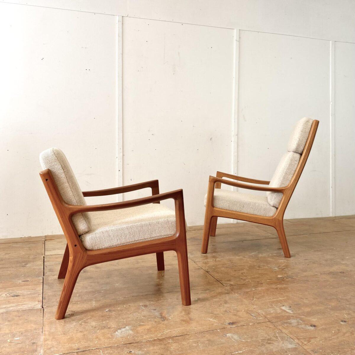 Deuxieme.shop midcentury Easy Chair danish Teak Sessel. Senator Sessel von Ole Wanscher aus den 60er Jahren, made in Denmark. Kissenbezüge aus beige meliertem Wollstoff. Die Sessel sind in sehr gepflegtem Original Zustand, keine Flecken oder Risse. Der Hochlehner hat etwas Abnützungsspuren auf den Armlehnen, und das Teakholz ist etwas heller als beim tieferen Easy Chair. Der Preis gilt fürs Set.