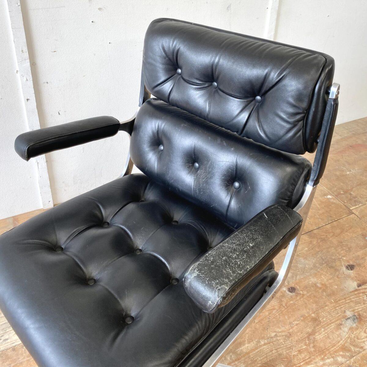 Deuxieme.shop vintage Chefsessel Ledersessel. Bürostuhl von Ring Mekanikk mit Fünfsternfuss, aus den 60er Jahren. Drehbar, Höhenverstellbar und nach hinten neigbar. Der Ledersessel ist in schönem vintage Zustand, eine Armlehne ist etwas verbraucht. Mechanik und Rollen funktionieren gut.