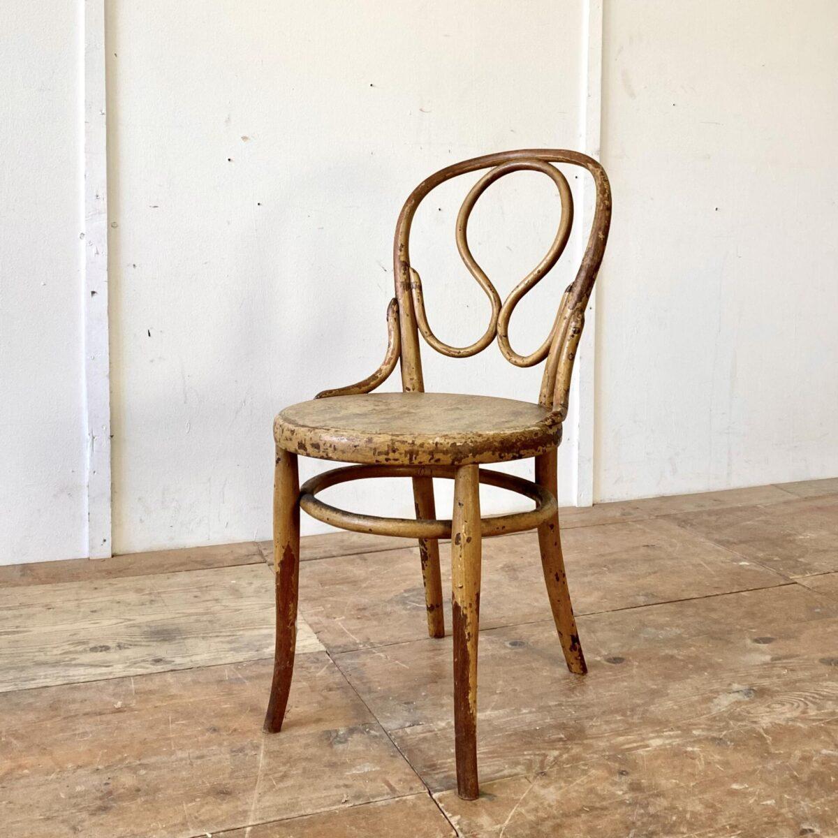 Deuxieme.shop antiker wienerstuhl. Wienerstuhl der Firma Fischel Nr. 20 um 1915. Der Stuhl ist in stabilem Zustand, Oberfläche gemäss Bildern, wurde mal angemalt vieles ist aber wieder abgewetzt. Wilde Marmor artige Optik.