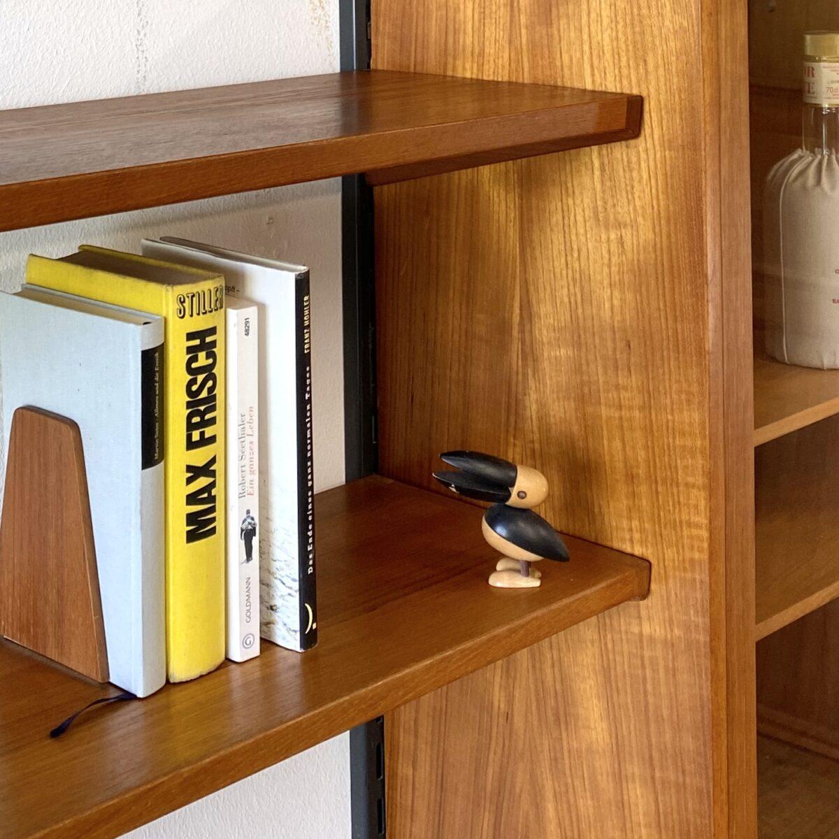 Deuxieme.shop danish design furniture early 60s. Kleiner Pelikan von Gunnar Flørning für Laurids Lønborg, made in denmark. Der Pelikan ist aus Ahornholz, die Holzteile sind gesteckt und lassen sich in verschiedene Positionen drehen, ca. 8cm hoch.