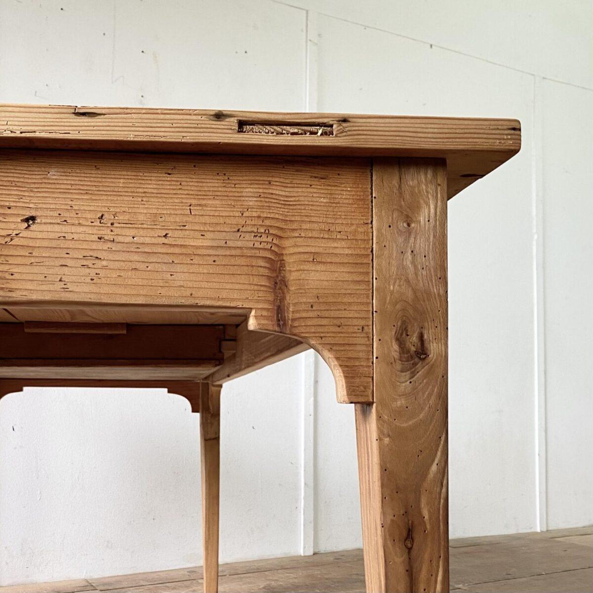 Deuxieme.shop antiker Biedermeiertisch mit Stirnseitiger Schublade. 183x79cm Höhe 75cm. Der Tisch hat eine lebhafte Alterspatina, leicht offene Fugen und Wurmlöcher, stabiler überarbeiteter Zustand. Die Holzoberflächen sind mit Naturöl behandelt. Es finden 6-8 Personen daran Platz.