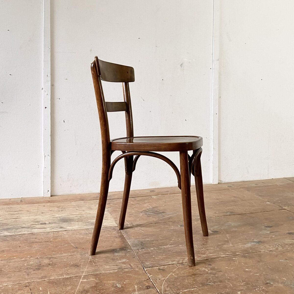 Deuxieme.shop 6er Set dunkle Horgenglarus Stühle. Sitzfläche und Lehne Sperrholz, der Rest ist aus Dampfgebogenem Buchen Vollholz. Die Stühle sind in stabilem Zustand.