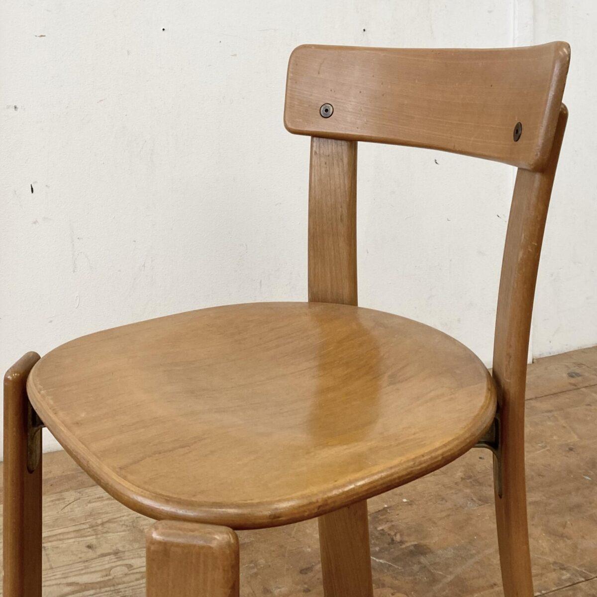Deuxieme.shop Schweizer Buchenholz Stühle von Dietiker. Stühle aus Stein am Rhein. Preis pro Stuhl. Gebrauchte Qualitätsstühle mit diversen Gebrauchsspuren und Patina in stabilem Zustand.