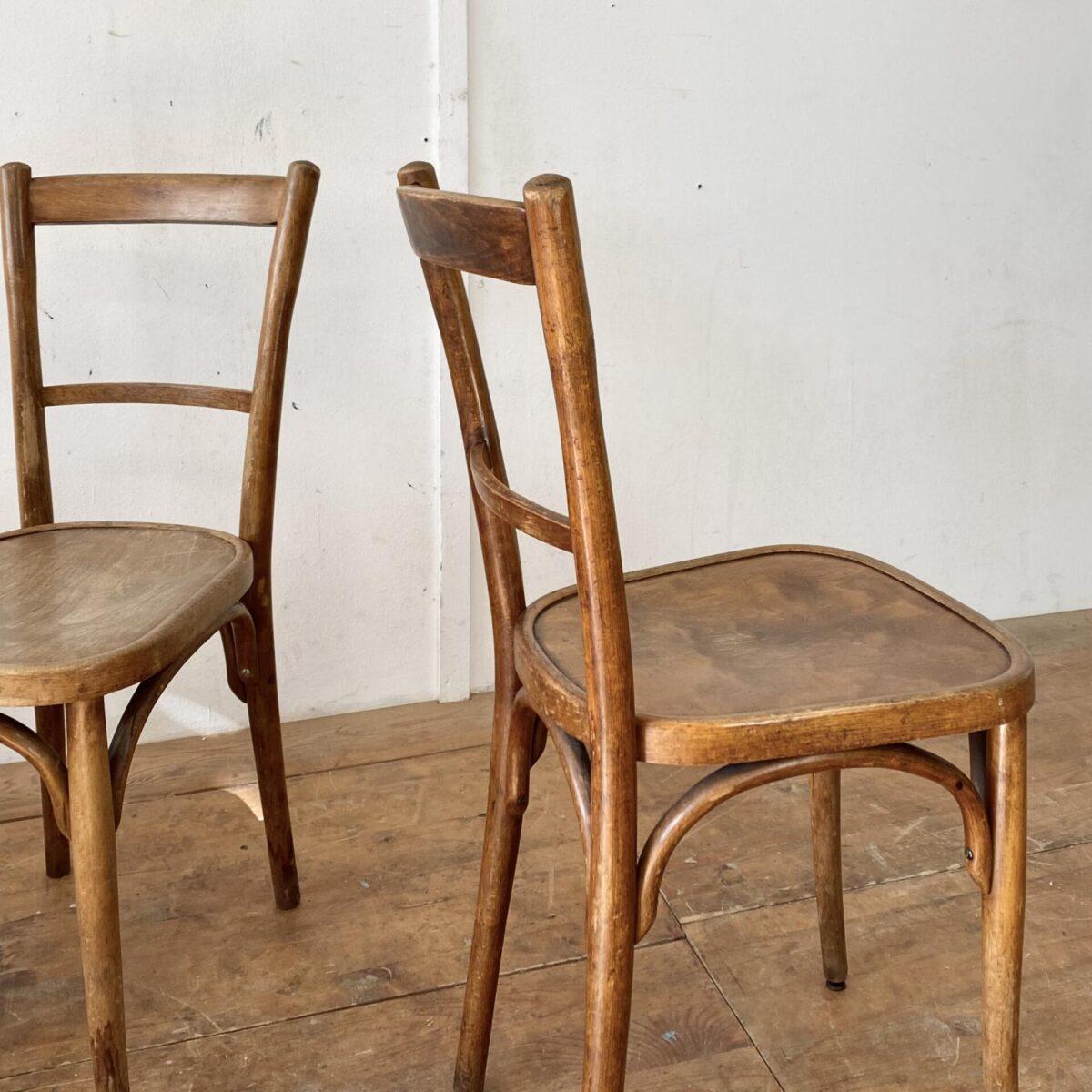 Deuxieme.shop 6er Set Bistrostühle von Horgen Glarus. Die Stühle sind etwas abgewetzt, warme dunkelbraune Alterspatina. Technisch in stabilem Zustand.