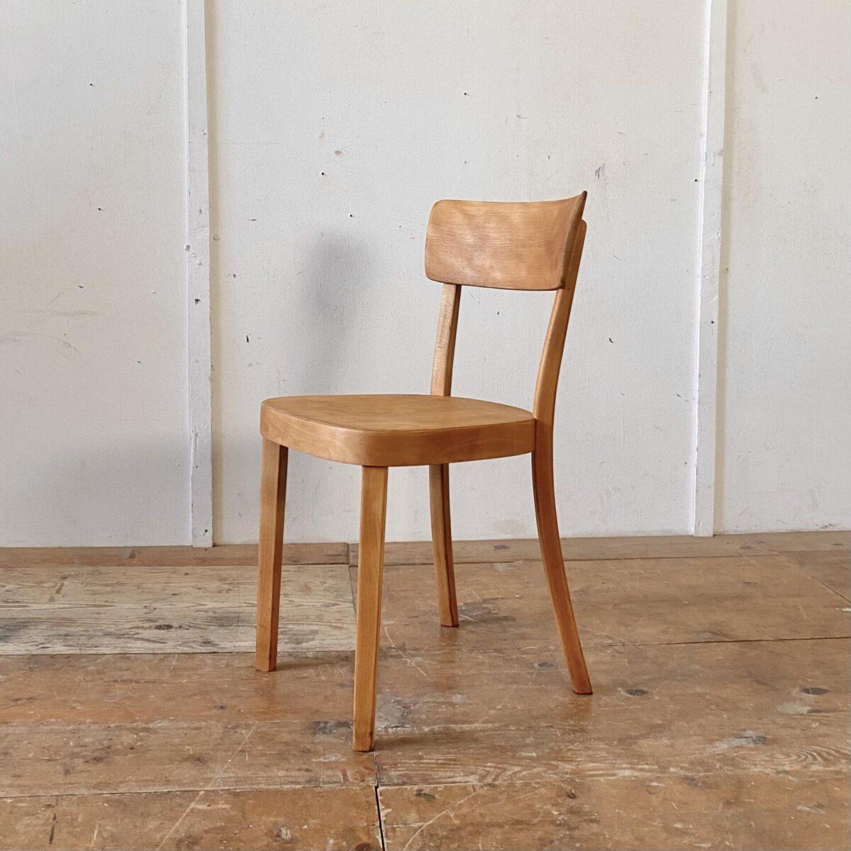 Deuxieme.shop horgenglarus Classic. 6er Set Horgen Glarus Beizenstühle aus Buchenholz von 1958. Die Stühle sind technisch komplett restauriert, die Holz Oberflächen geschliffen und mit Naturöl behandelt. Die Stühle sind im Vergleich zu den neueren Classic Modellen, noch etwas bequemer. Die Dampfgebogene Rückenlehne ist gegen oben rund gefräst.